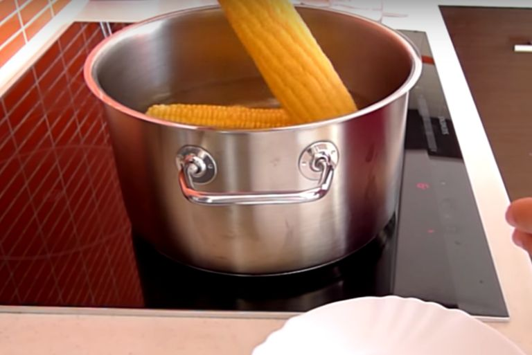 Как варить кукурузу в початках в кастрюле – 4 рецепта приготовления