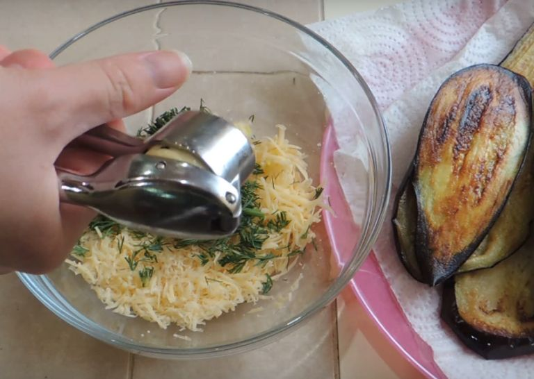 Рулетики из баклажанов с разными начинками – 5 рецептов приготовления на праздничный стол