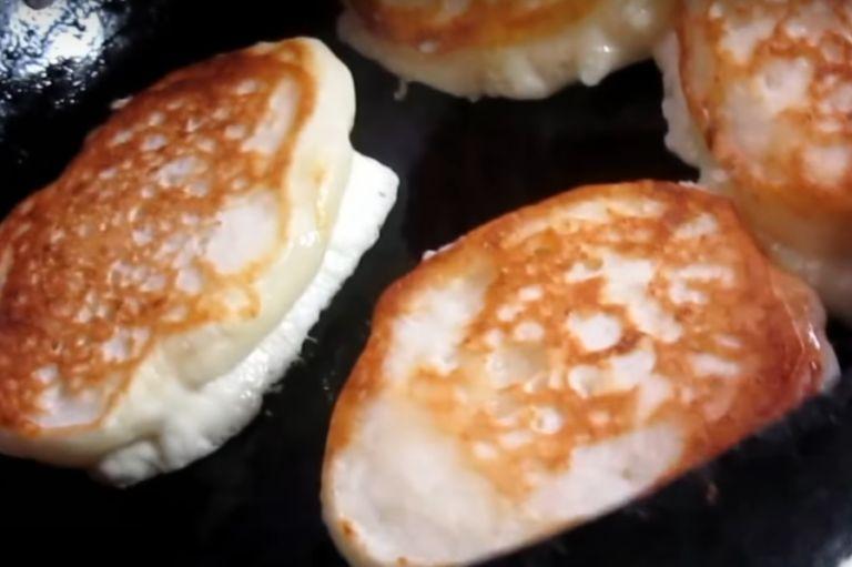 Оладьи на молоке без яиц – 4 рецепта приготовления пышных оладушек