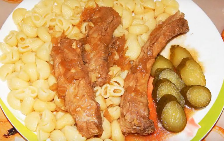 Как приготовить свиные ребрышки на сковороде? 5 рецептов в домашних условиях