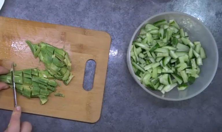 Салат с авокадо и огурцом – простые рецепты приготовления очень вкусного салата