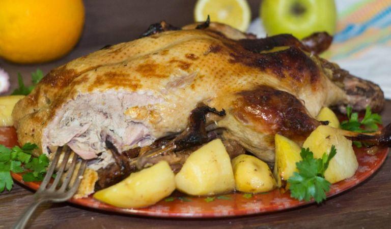 Утка на Новый год в духовке – лучшие рецепты праздничной утки