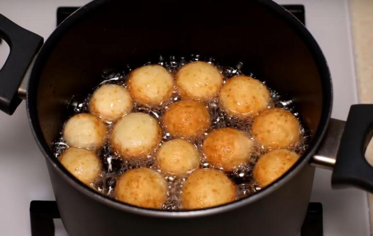 Пампушки на сковороде – 6 рецептов жареных пампушек без духовки