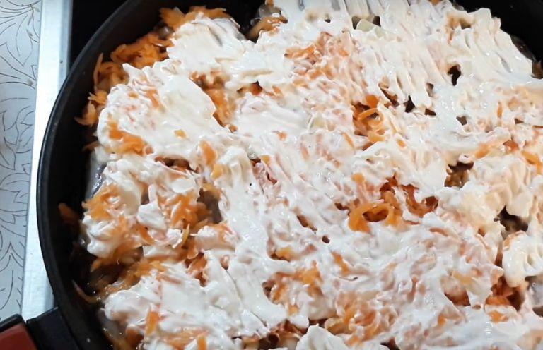 Треска, жареная с луком на сковороде: 6 рецептов приготовления