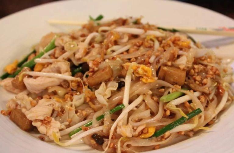 Пад Тай - жареная рисовая лапша по-тайски